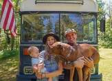 بالصور:زوجان يبيعان كل ممتلكاتهما ليعيشا في حافلة متنقلة!