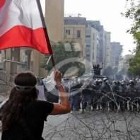 مواجهات وجرحى وتعليق مشانق في وسط بيروت
