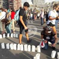 إضاءة شموع مقابل مرفأ بيروت تحية للشهداء