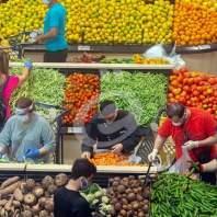 هستيريا في السوبر ماركات.. تهافت لتخزين المواد الغذائية قبل الإقفال - محمد عمر