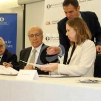 توقيع اتفاقية بين البنك الأوروبي وبنك الاعتماد - محمد عمر