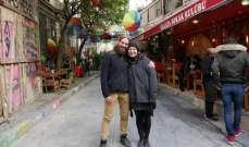 زوجان يجوبان العالم دون تحمل نفقات السفر!