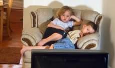 الأطفال يقضون عشرة أضعاف وقت اللعب أمام التلفاز والحاسوب