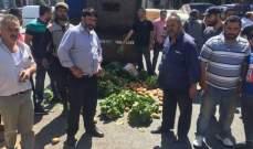 قطع الطريق من قبل المزارعين في بعلبكاحتجاجا على تهريب المنتوجات السورية