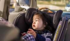 السعودية تفرض غرامة مالية على من يترك طفله وحيدا في السيارة