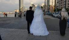 لقطة اليوم: عروس وعريس يتنزّهان على كورنيش المنارة