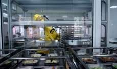 """مدرسة صينية تحارب """"كورونا"""" بروبوت يقدم الطعام لطلابها"""