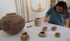 بائعو خردة يجرّدون منزلاً من قطعه الأثرية الثمينة