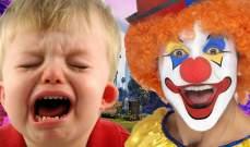 مهرج يكسب رزقه من إخافة الأطفال الذين يسيئون التصرف!