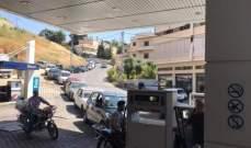 طوابير من السيارات أمام محطات المحروقات في زحلة
