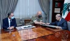 الرئيس عون يطلع على المراحل التي قطعتها عمليات رفع الأنقاض وإنتشال الضحايا في المرفأ