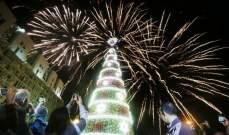 زينة الميلاد تتأثر بالأزمة.. بين التقشف وغياب الزينة كلياً والإصرار على إحياء العيد