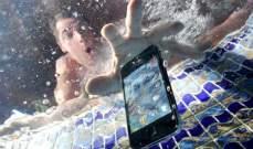 كيف تنقذ هاتفك عند سقوطه في الماء؟