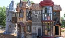 بالصور:بـ122 ألف دولار...جدان يبنيانلحفيدتهما قلعة مستوحاة من عالم هاري بوتر!