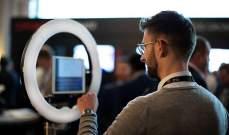 """تعرف الى """"Selfiebot""""...الروبوت المصور الأول في العالم"""
