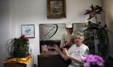 عجوز تجذب الملايين في صربيا من خلال الطهي عبر الإنترنت