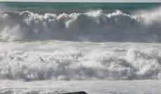 المناخ العاصف يوقف حركة الملاحة في ميناء صور