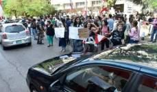 """محتجّون أمام """"مصرف لبنان"""" في الحمرا: مستمرون ولن تتوقف"""