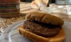 """احتفظ بشطيرة هامبرغر من""""ماكدونالدز"""" عمرها 20 عاما... وحصلت المفاجأة!"""
