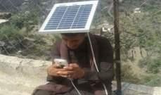 """يمني يبتكر طريقة لشحن هاتفه بسبب إدمانه """"واتساب"""""""