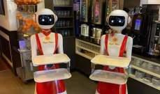 """بسبب """"كورونا""""... مطعم هولندي يوظف روبوتات لتقديم المشروبات"""