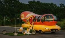 """سيارة """"Wienermobile""""متاحة للإيجار على """"Airbnb"""""""