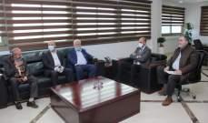 حسن عرض مع وفد فلسطيني آلية حماية المخيمات واستقبل مجموعة من الباحثين