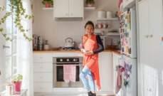 بالصور: سيدة تستمتع بالعيش في منزل مساحته 8 أمتار فقط!