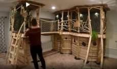 بـ500 دولار و8 أشهر... أب يبني منزلاً على الشجرة لأطفاله!