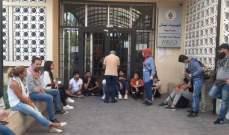 """إغلاق """"أوجيرو"""" وكهرباء لبنان"""" في صيدا من قبل المحتجين"""