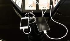 تحذيرات من استخدام محطات شحن الهواتف في المطارات