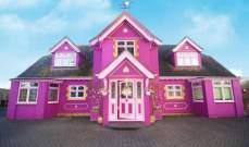 بالصور: حولت منزلها إلى تحفة فنية زهرية اللون