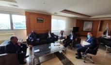 وزير الاشغال عرض مع وفد نقابة مالكي الشاحنات تسعير اجور النقل من المرفأ واليه