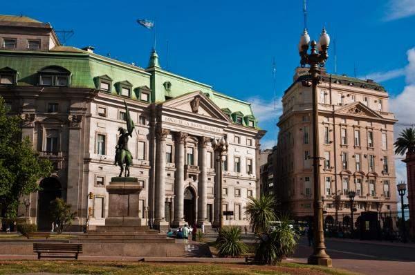 """""""صندوق النقد"""" يرسل وفدا الى الأرجنتين بعد تخفيض وكالات التصنيف ديونها"""