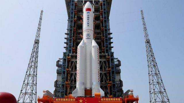 الصين تستبعد أن يسبب حطام صاروخها ضرراً