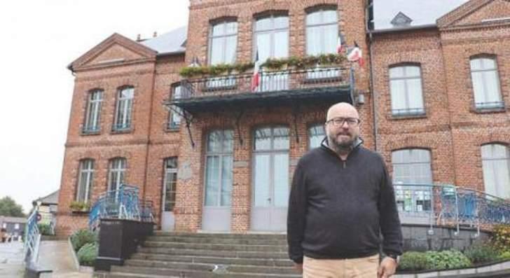 عمدة يتنازل عن 600 يورو من راتبه لهذا السبب...!
