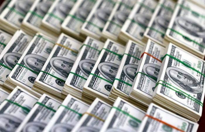 الدولار يتجه لتسجيل أسوأ أداء أسبوعي منذ بداية العام