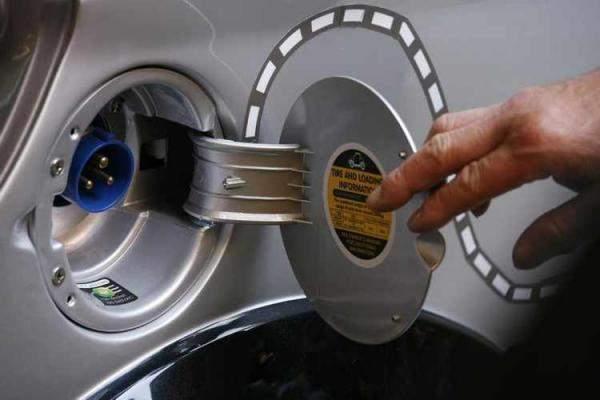 سيارات كهربائية للشحن في دبي !