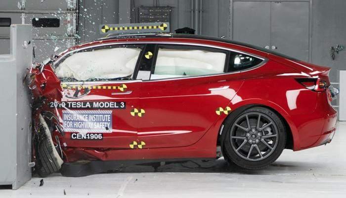"""""""تسلا موديل3"""" الأكثر شعبية بين السيارات الكهربائية على الطرق البريطانية"""