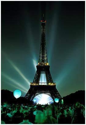 """باريس تخطط لإغلاق """"برج إيفل"""" بفعل التظاهرات"""
