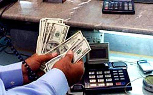 تقارير: قضية الدولار مفتعلة مع وجود طلب عليه