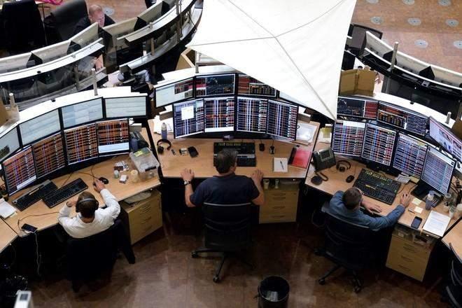 """الأسهم الأوروبية تتراجع بفعل قيود أكثر صرامة لمكافحة """"كورونا"""""""