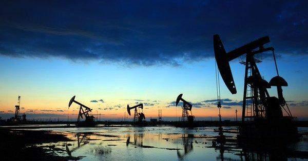"""النفط يتراجع للأسبوع الثاني على التوالي بخسارة تتجاوز 6%.. و""""برنت"""" أدنى 40 دولاراً"""
