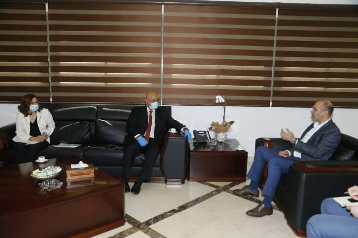 """حسن يناقش مع وفدٍ من """"البنك الدولي"""" إمكان التغطية الكاملة للإستشفاء في المرحلة المقبلة"""