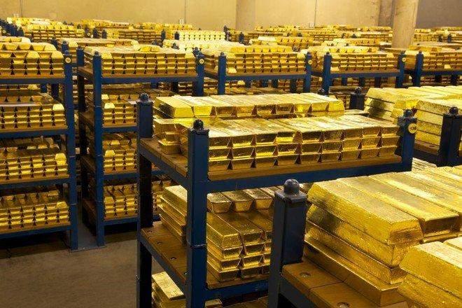 البنوك المركزية حول العالم تخفض حيازتها من الذهب للشهر الثالث توالياً