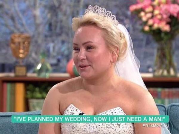 """بالصور: أنفقت 1500 جنيه استرليني لتحضير زفاف الأميرات.. لكن بدون """"عريس""""!"""