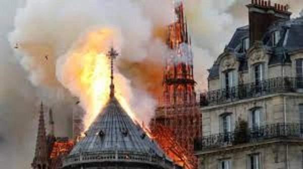 ملياردير فرنسي يتعهد بتقديم 100 مليون يورو لإعادة بناء كاتدرائيةنوتردام