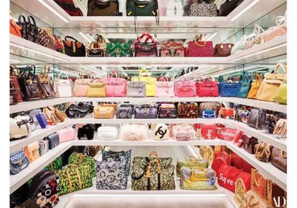 كم يبلغ ثمن حقائب كايلي جينر؟