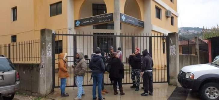 محتجون يقفلون الإدارات الرسمية في حلبا