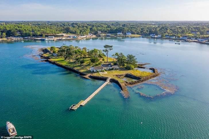 4.1 مليون دولار.. سعر جزيرة خاصة للبيع في جنوب فرنسا
